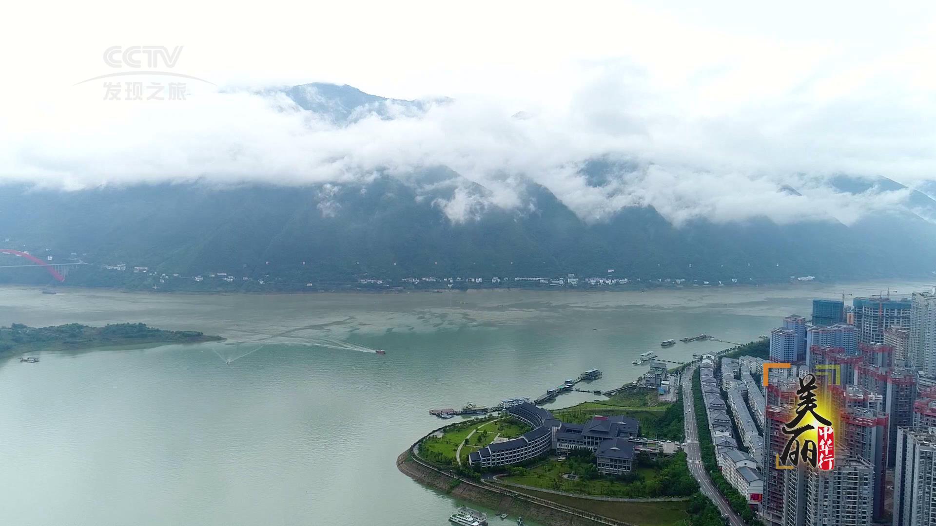 数百里的距离并不遥远,却容纳了一处壮丽雄奇的风景,这里是长江三峡.